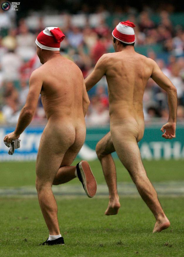 streaker / стрикер - голые мужчины на футбольном поле