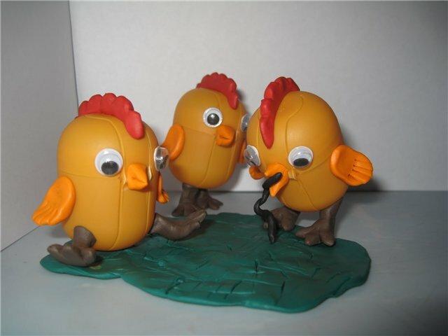 Поделок у нас очень много.  С удовольствием показываю: 1. Цыплята из киндер-сюрпризовских яиц.  2. Лето в деревне...