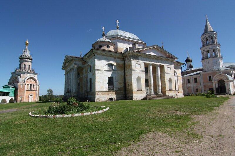 Борисоглебский монастырь. В центре - собор Бориса и Глеба