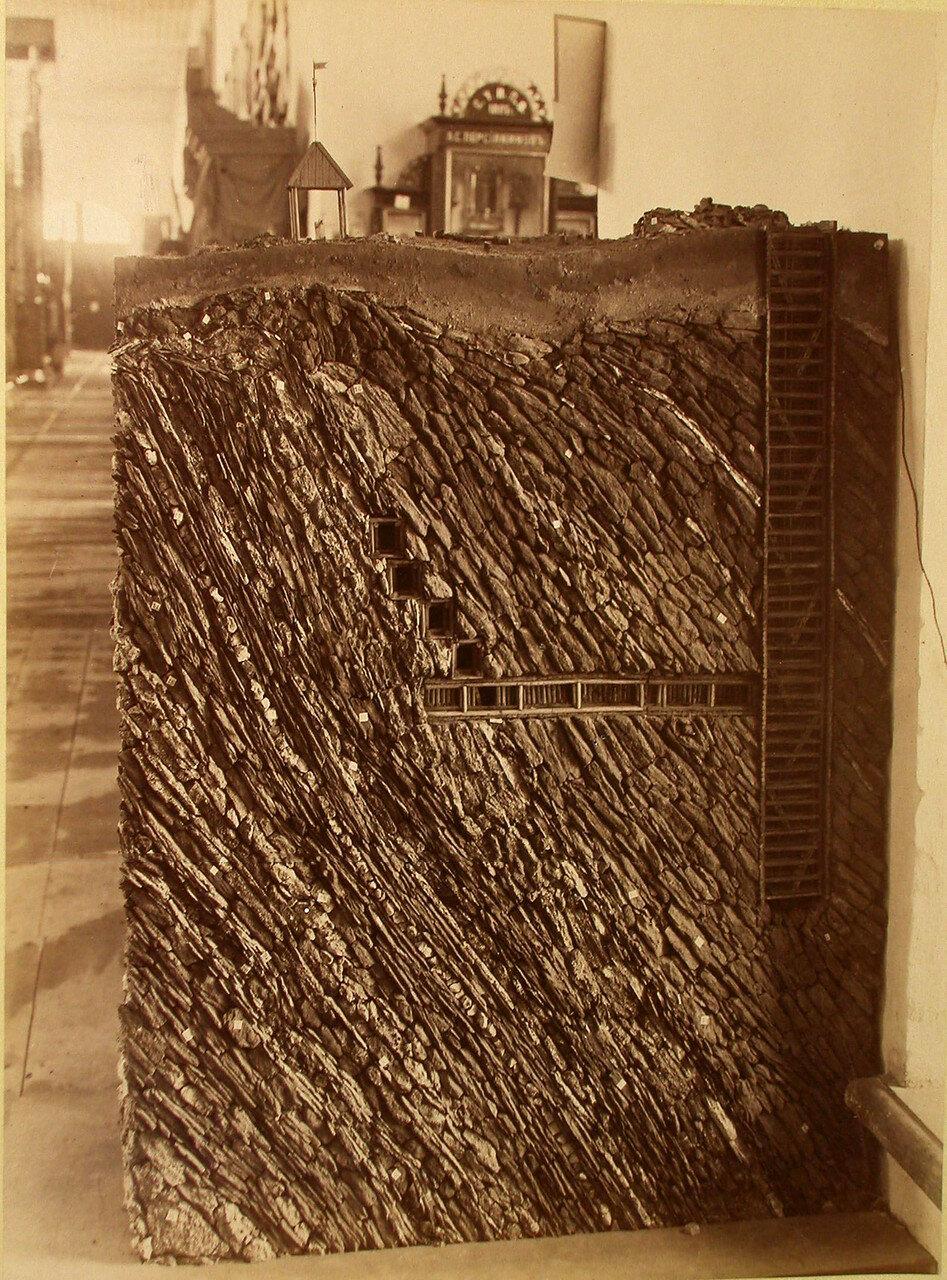 75. Общий вид одного из экспонатов горнозаводского отдела выставки - модель инженера Корево
