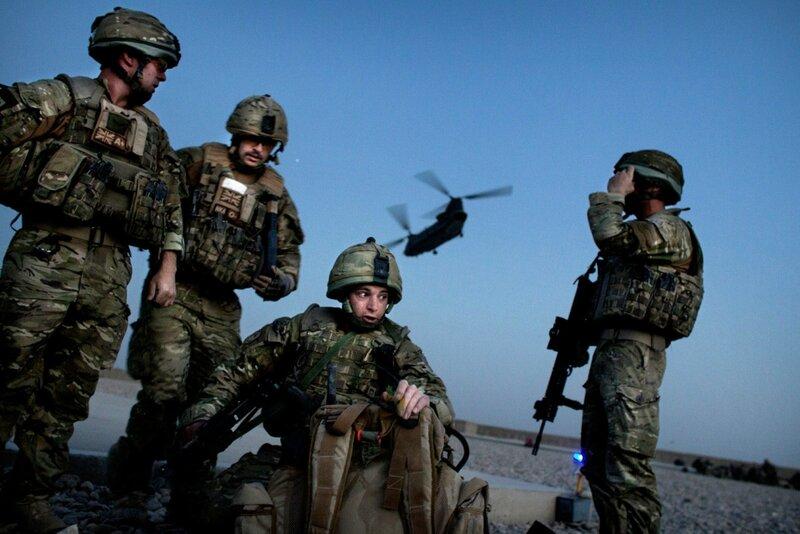 NY TIL INDBLIK<br />Afghanistan.<br />Indflyvning til Kabul med den danske hærs troppetransport fra Danmark