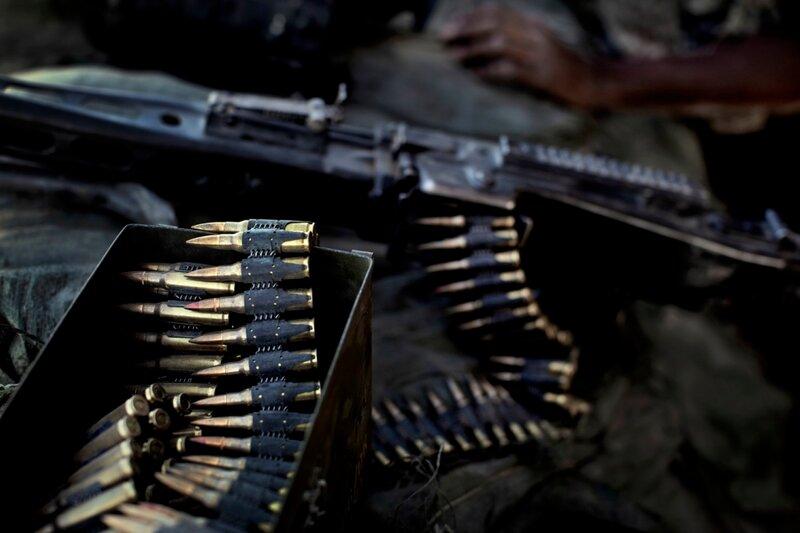 NY TIL INDBLIK<br />Afghanistan.<br />Danske soldater hygger sig på den lille patruljebase Malvern, bla. med at rense et tungt maskingevær.