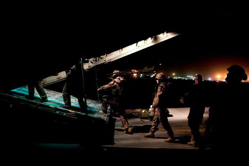 Afganistan.<br />Transport fra Camp Bastion til Price foregår med et britisk Herkules-fly.