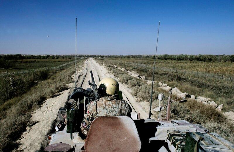 Afghanistan.<br />Den Grønne Zone ved Patrol Baseline. Her har soldaterne anlagt en vej og lagt 2,5 kilometer pigtråd ud for at beskytte patruljebaserne.