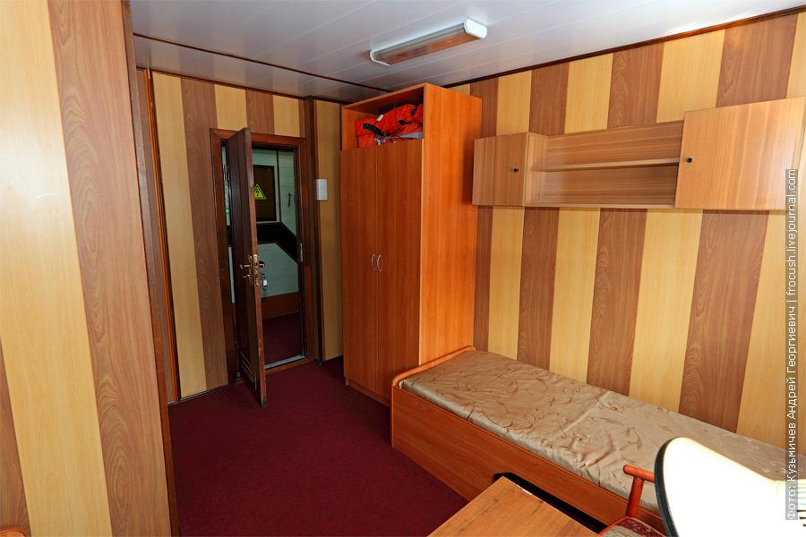 Двухместная каюта увеличенной площади с удобствами №30 на средней палубе. Теплоход «Башкортостан»