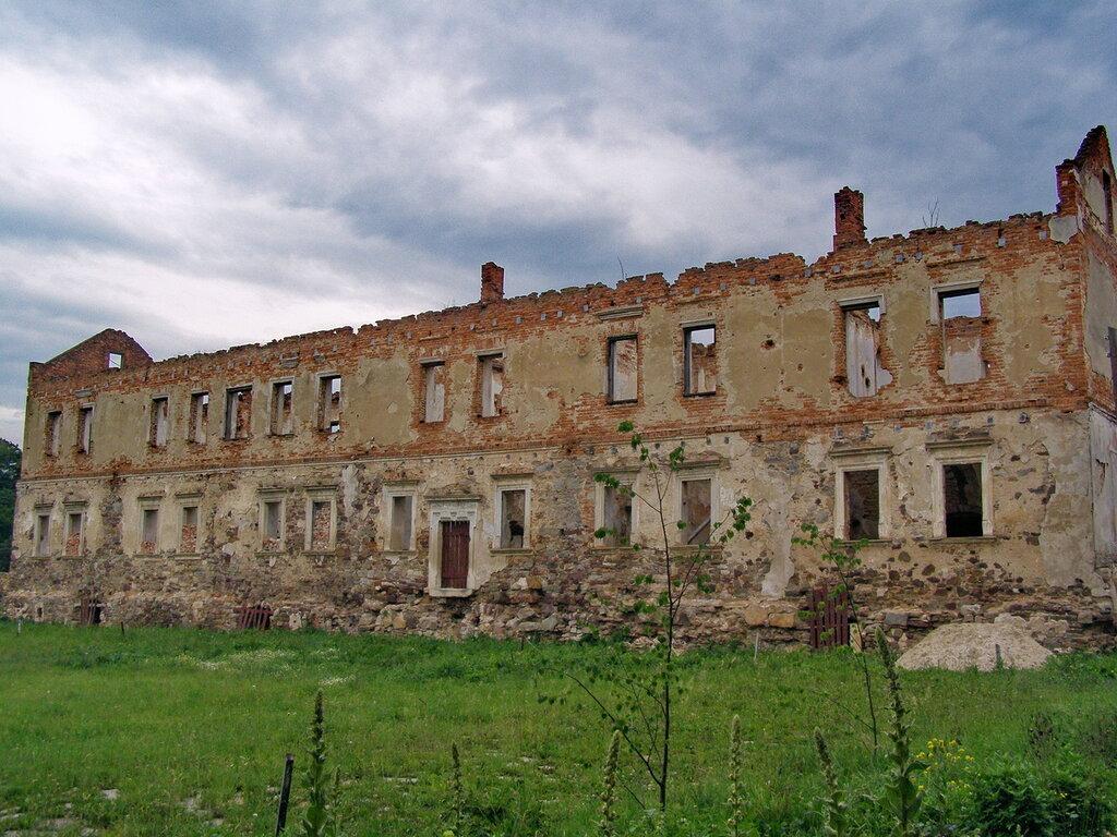 а это бывший дворец