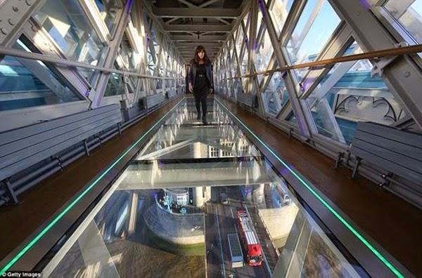 В Лондоне открывается прозрачный мост с видом на реку Темза 0 12cf9c 2fb79e28 orig