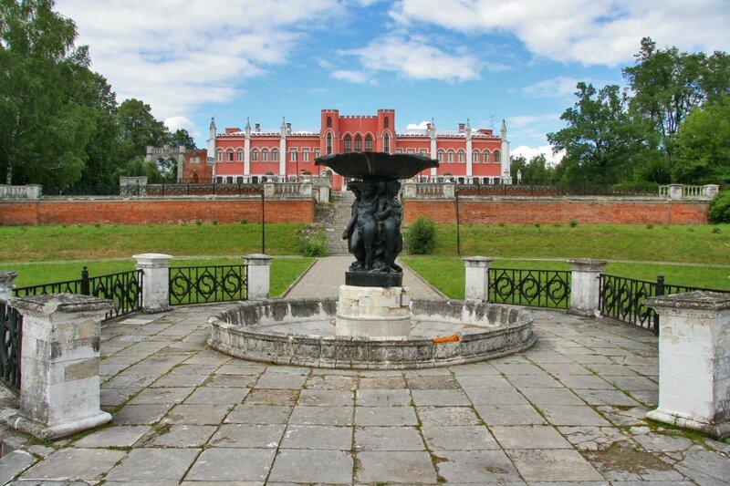 Усадьба Марфино, Усадебный дом и фонтан