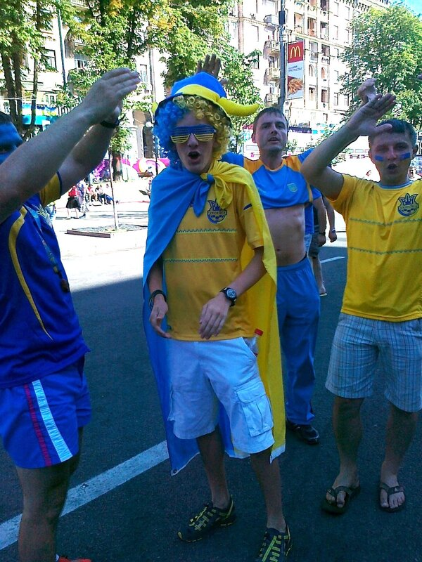 Украинские фаны на Крещатике