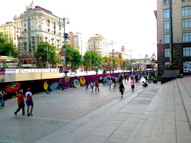 Фан-зона Евро-2012 в районе киевской мэрии