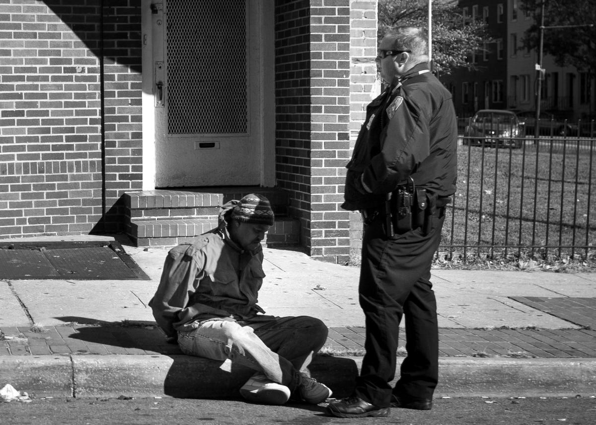 Неулыбчивая Америка: Черно-белая жизнь в бедных кварталах современного Балтимора (31)