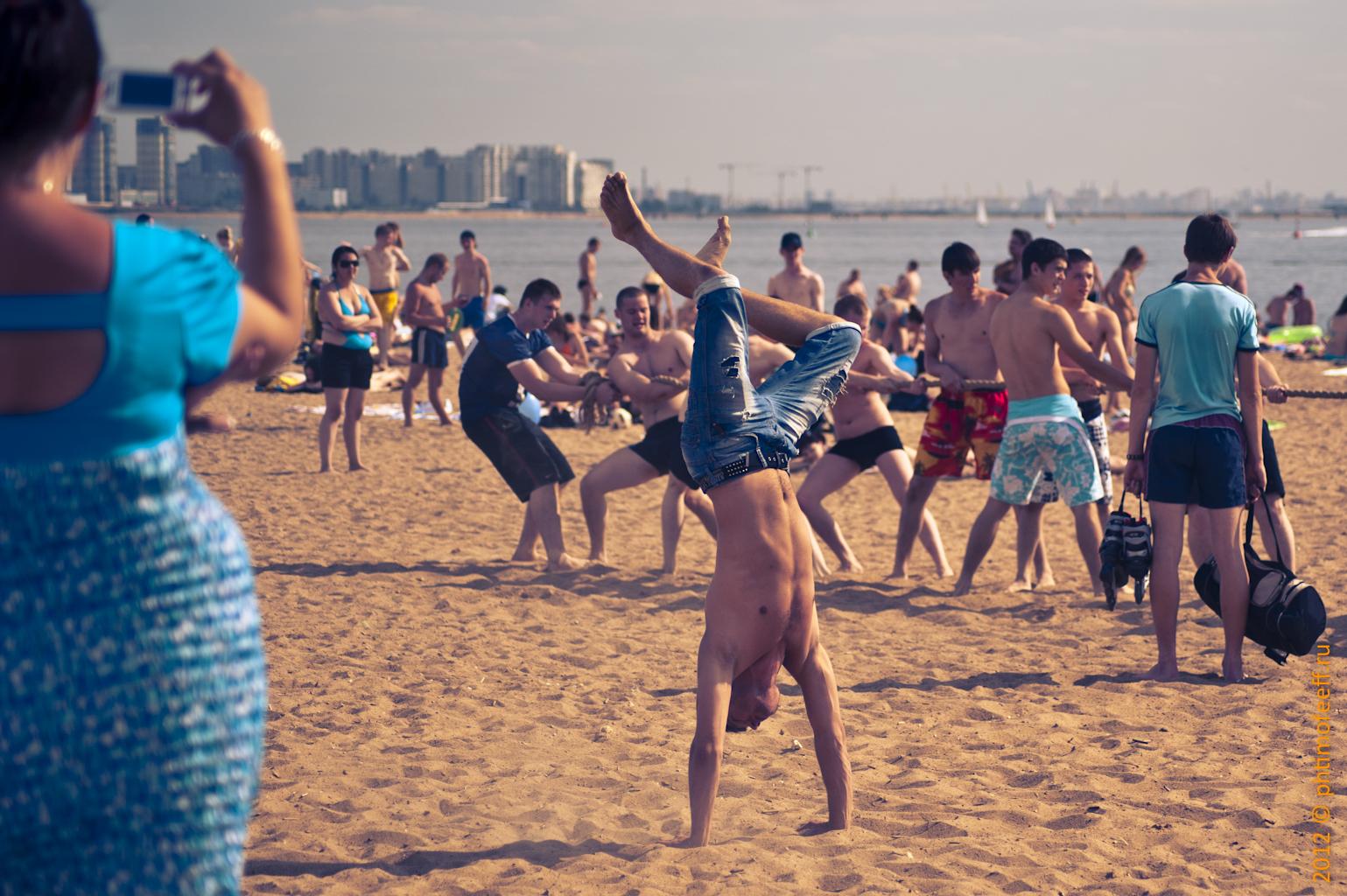 Жара! Звездные красавцы на пляже 952