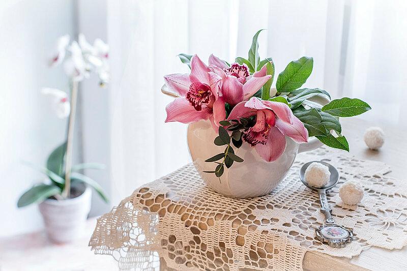 с орхидеями...