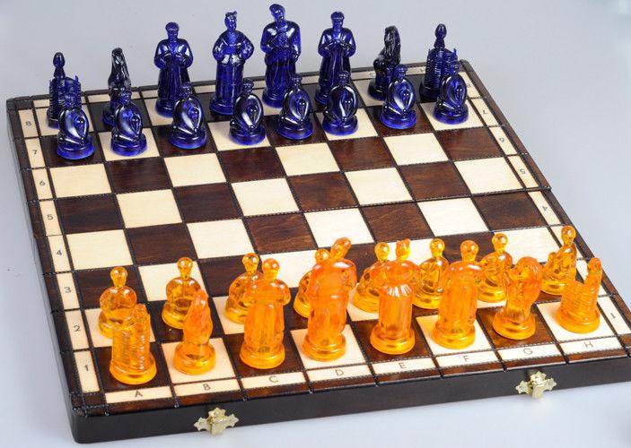 Международный день шахмат. Фигуры на доске открытки фото рисунки картинки поздравления