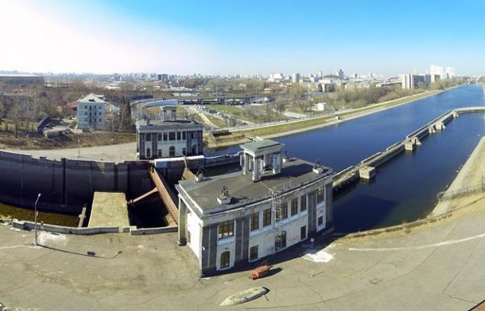Судоходный мост над Волоколамским шоссе. С самого начала под мостом проходили две полосы для односто