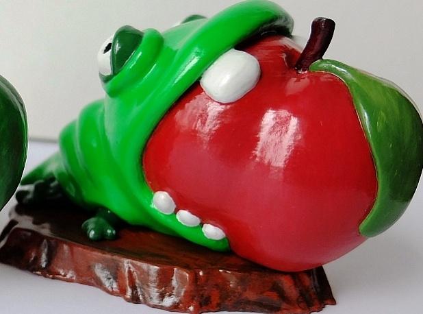 Художественная композиция «Червячок сжирает яблочко». Ад, ад .
