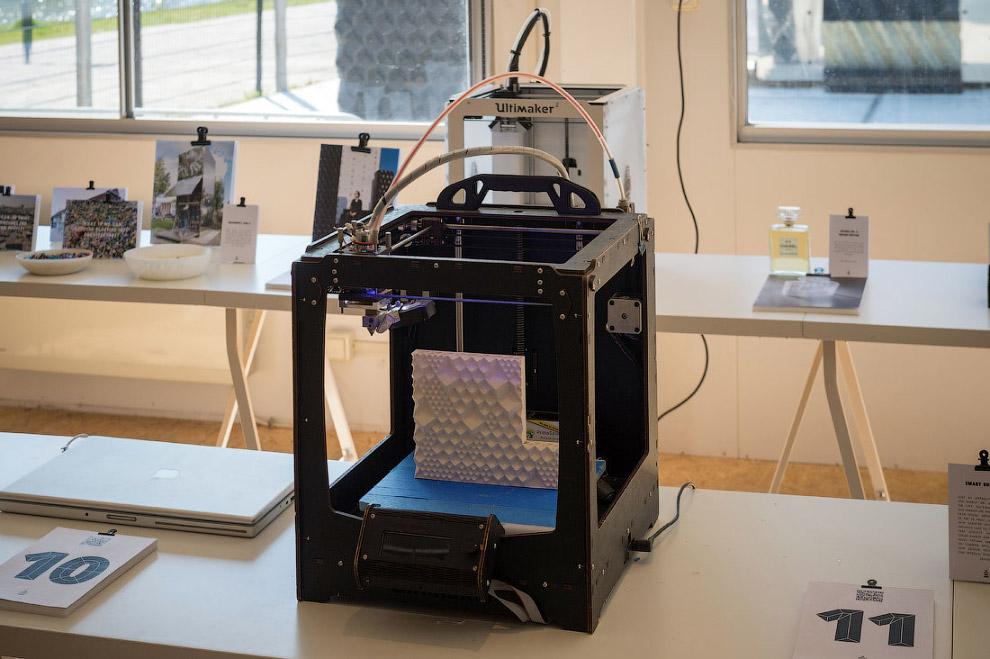 А вот уже большой 3D-принтер: