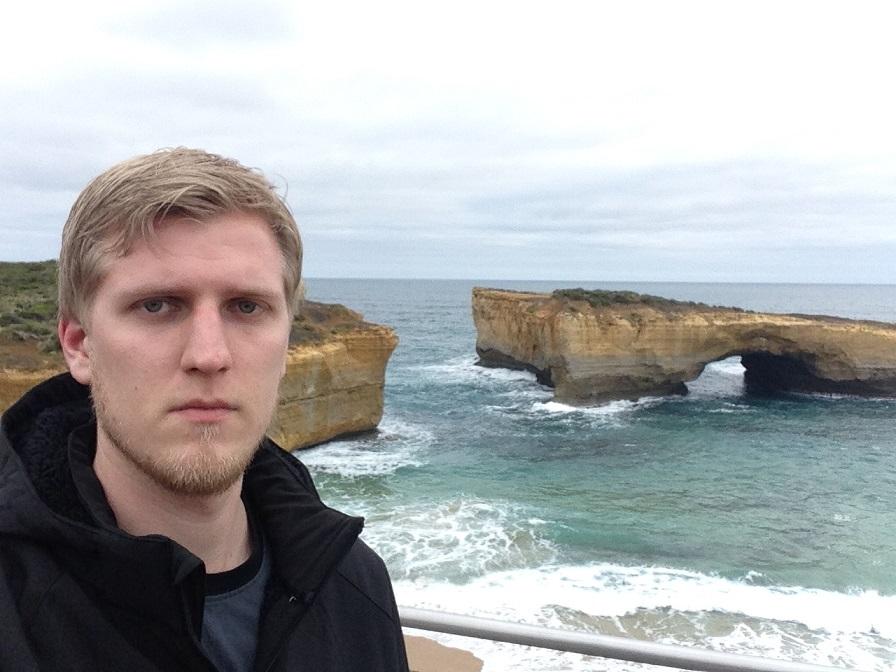 «Мне рассказывали, что Великая океанская дорога — это потрясающе. На самом деле просто дурацкие камн