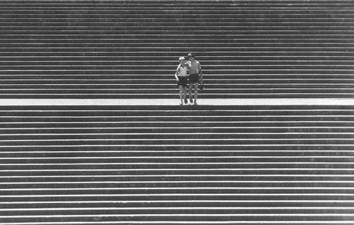 Двое ребят идут по Потемкинской лестнице. 1969 год. Фотограф: Фридрих Гринберг.