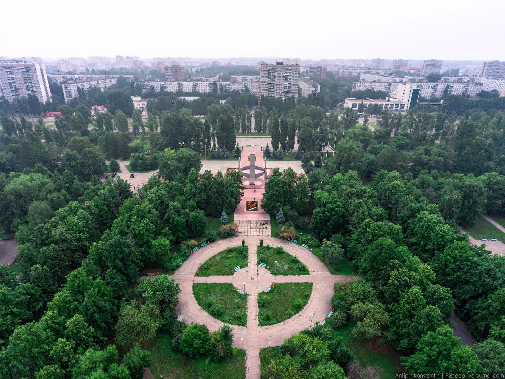 21. И вот мы выходим к дворцу спорта «Волгарь».