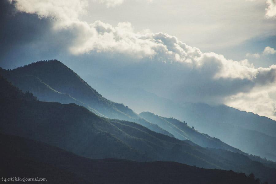 30. Утром нашего последнего дня в горах я, отбросив стыд и сомнения, спросила у Ми, нельзя ли и