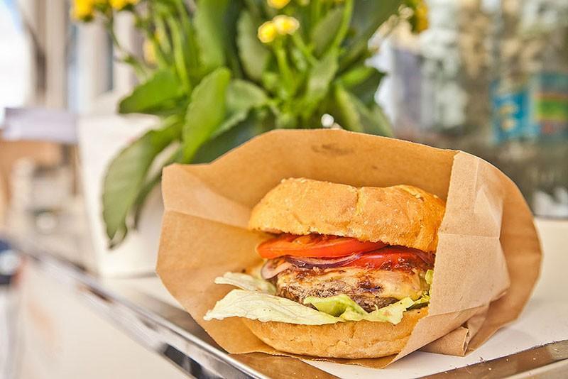 Размораживаем сэндвичи и выпечку Обычно замороженные сэндвичи и выпечка становятся сырыми и вялыми п