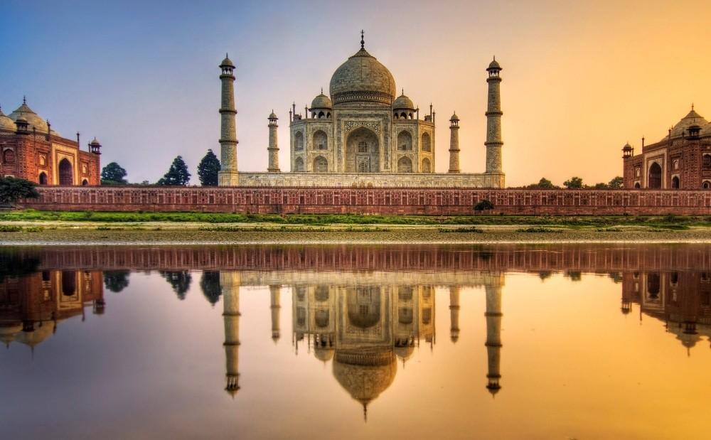 Тадж-Махал, Агра, Индия По мнению многих ученых, этому прекрасному некогда белоснежному мавзолею ост
