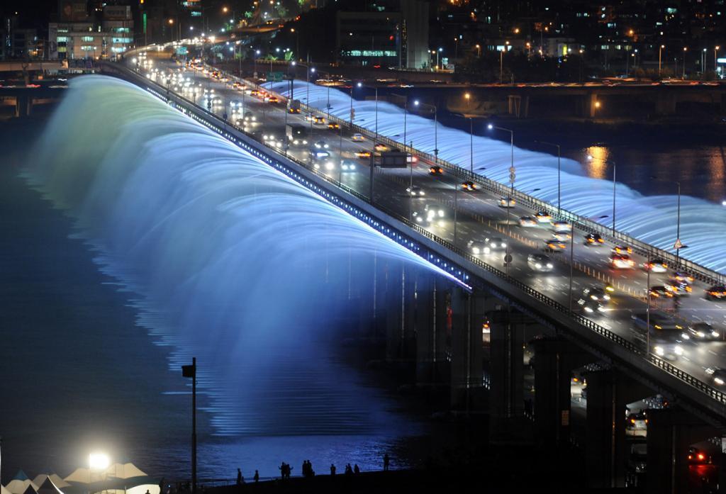 Республика Корея. Сеул. Мост-фонтан радуги. (Gu Gyobok) 1 место