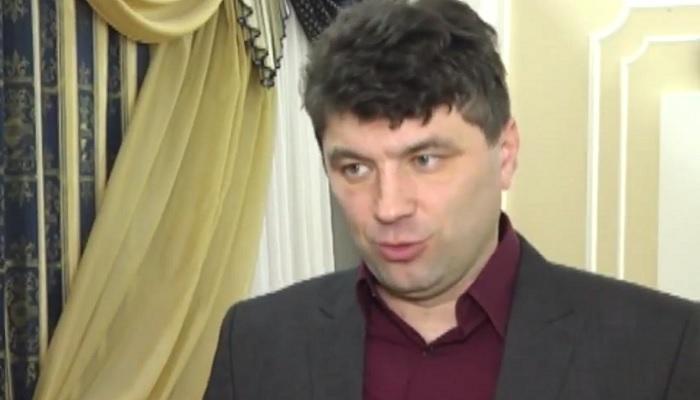 Вглобальной сети появилось видео нападения навыставку фотографий украинских нацистов в столицеРФ