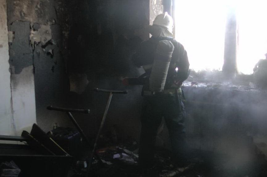 Белгородские пожарные спасли изгорящего дома десять человек