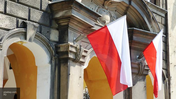 МИД Польши назвал терактом обстрел своего консульства вУкраинском государстве