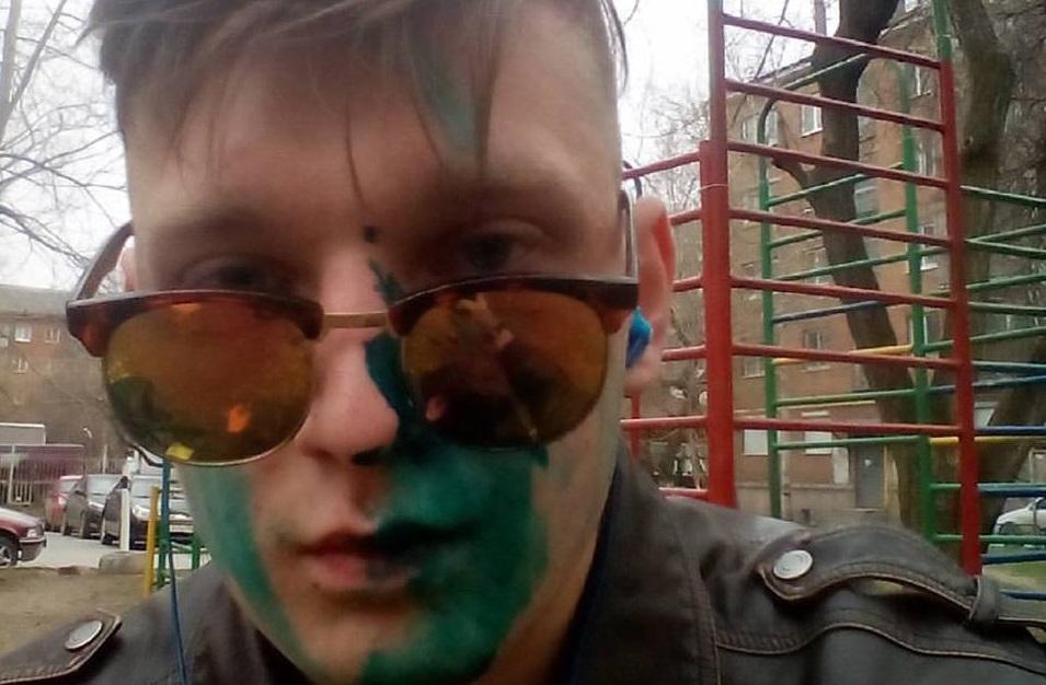 Блогера облили зеленкой после митинга «Надоел» вЕкатеринбурге