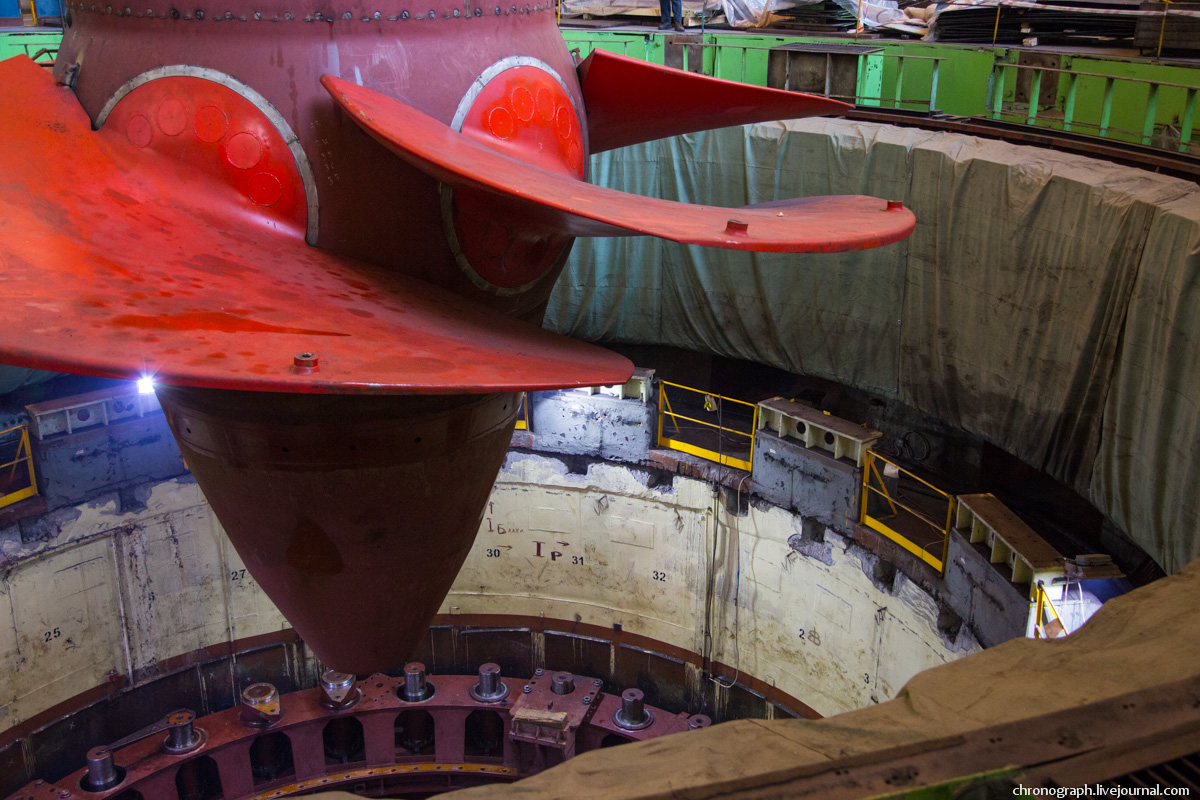 Монтаж рабочего колеса гидроагрегата №7 на Жигулёвской ГЭС 0_112356_8772036a_orig