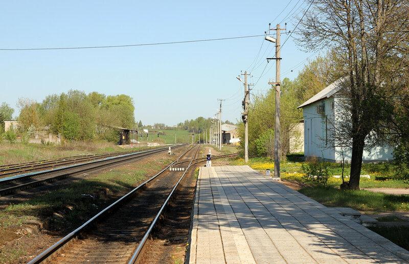 Платформа и подъездной путь на станции Зубцов, вид на Ржев
