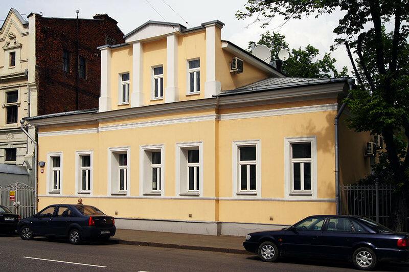 Povarskaya_street_48 2010 Moreorless.jpg