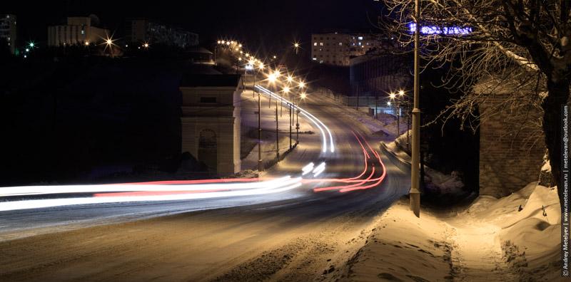 ночной зимний пейзаж на плотине реки Каменка