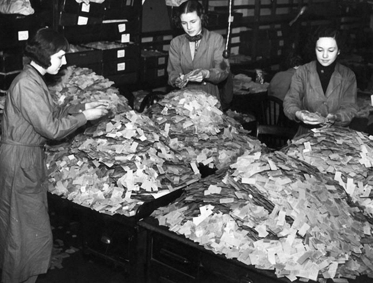 1939. Исследования, которые проводятся на 4-х миллионах билетов, забранных из Лондонской подземки. Выявляются самые перегруженные линии метрополитена