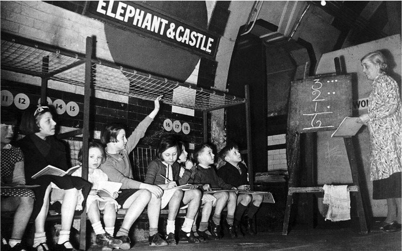 1940. Немецкий авианалёт не мешает учится детям