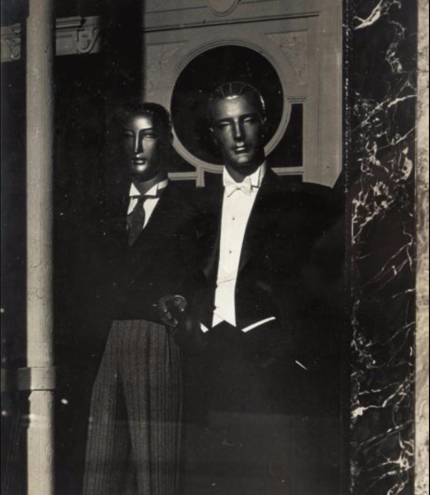 1932. Два манекена
