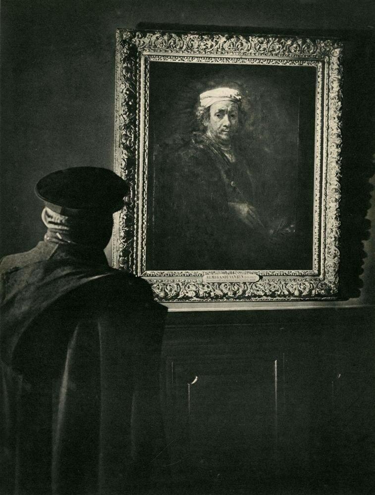 1948. Ночной сторож в Лувре