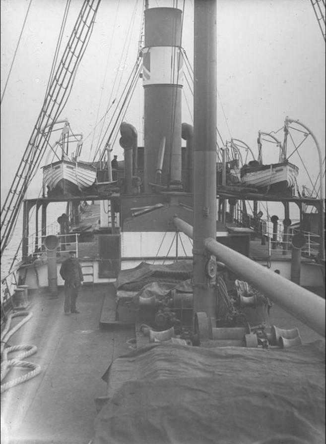 18 – 23 августа 1914. Вид на носовую часть парохода «Рагна».Северный Ледовитый океан