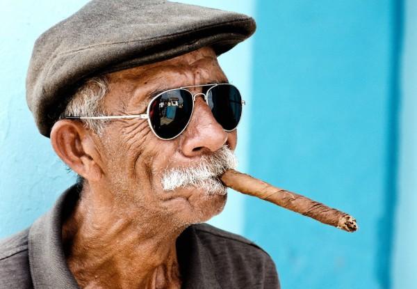 The-elderly-cigarettes-Havana-Cuba-600x4151.jpg