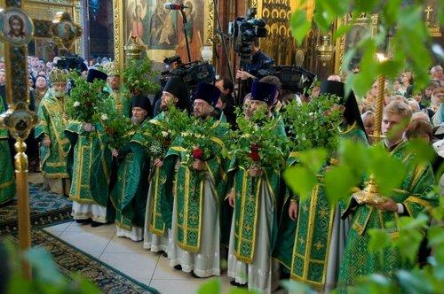 Пресвятую Троицу в Молдове отмечали в национальном костюме