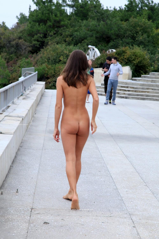 Голая Евгения прогулялась по Анапе