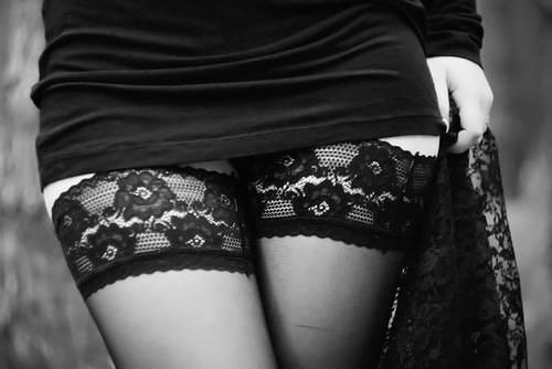 Черно белое фото девушки в чулках 65041 фотография