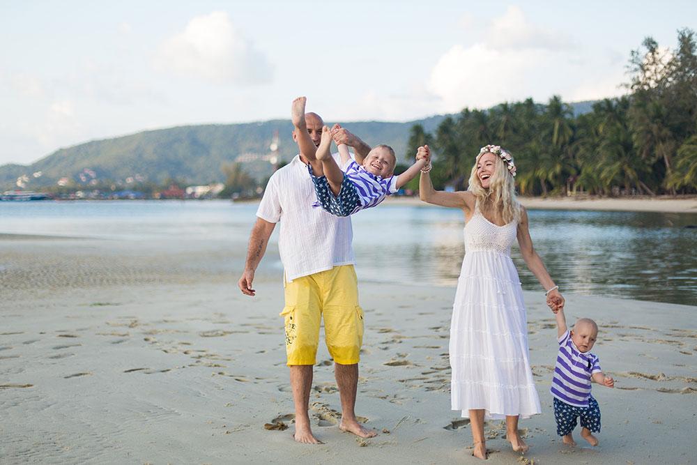 съемка семьи с двумя детьми на острове самуи
