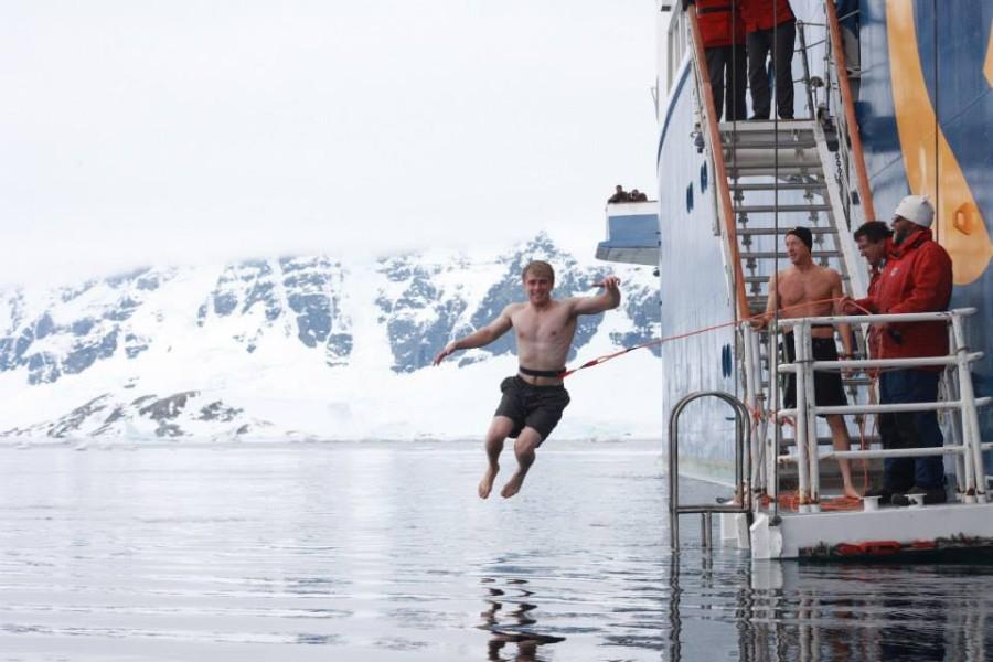 9. В Антарктиде присутствуют все часовые пояса Земли Все линии долготы, используемые для определения