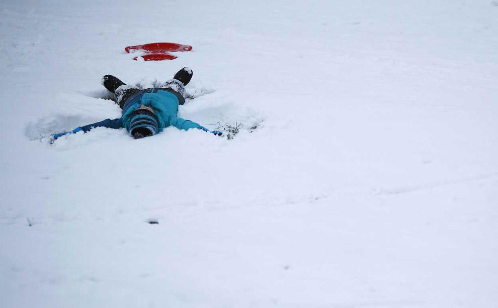 15. Летящий лыжник с трамплина на соревнованиях в Оберстдорфе, Германия. (Фото AP Photo | Matth