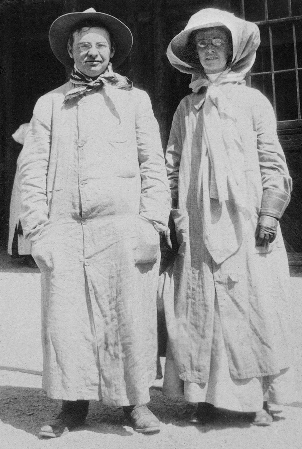 Около 1900 года. Фото: JONATHAN KIRN/CORBIS VIA GETTY IMAGES. Главным элементом модного образа автом