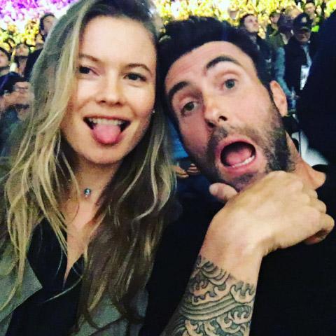 Адам Левин, муж Бехати Принслу, — сам себе знаменитость, фронтмен группы Maroon 5. Влюбленные вместе